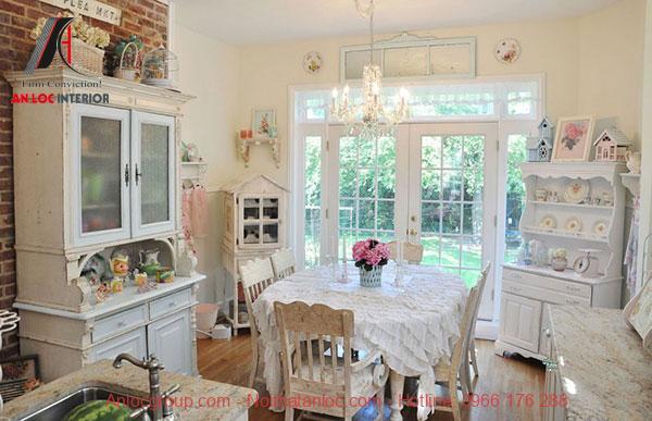 Khu vực bếp và bàn ăn quyến rũ