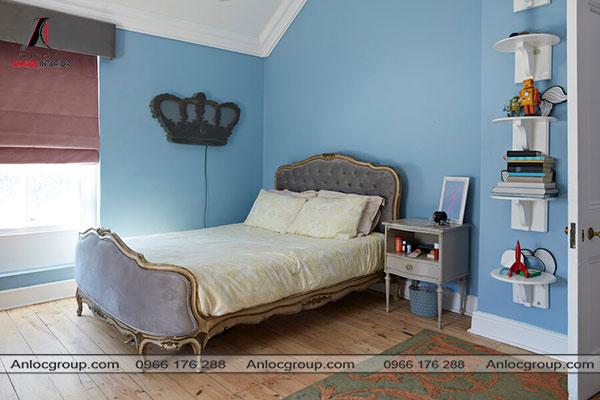 Mẫu 13 - Phòng ngủ nhỏ sử dụng giường ngủ mang hơi hướng cổ điển
