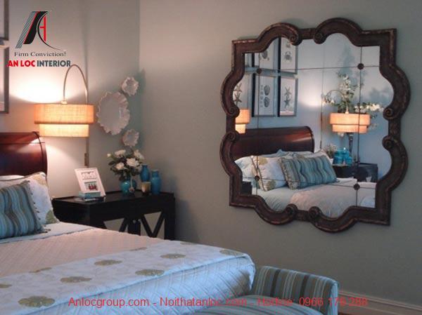 Phong thủy phòng ngủ vợ chồng tránh để gương đối diện giường ngủ