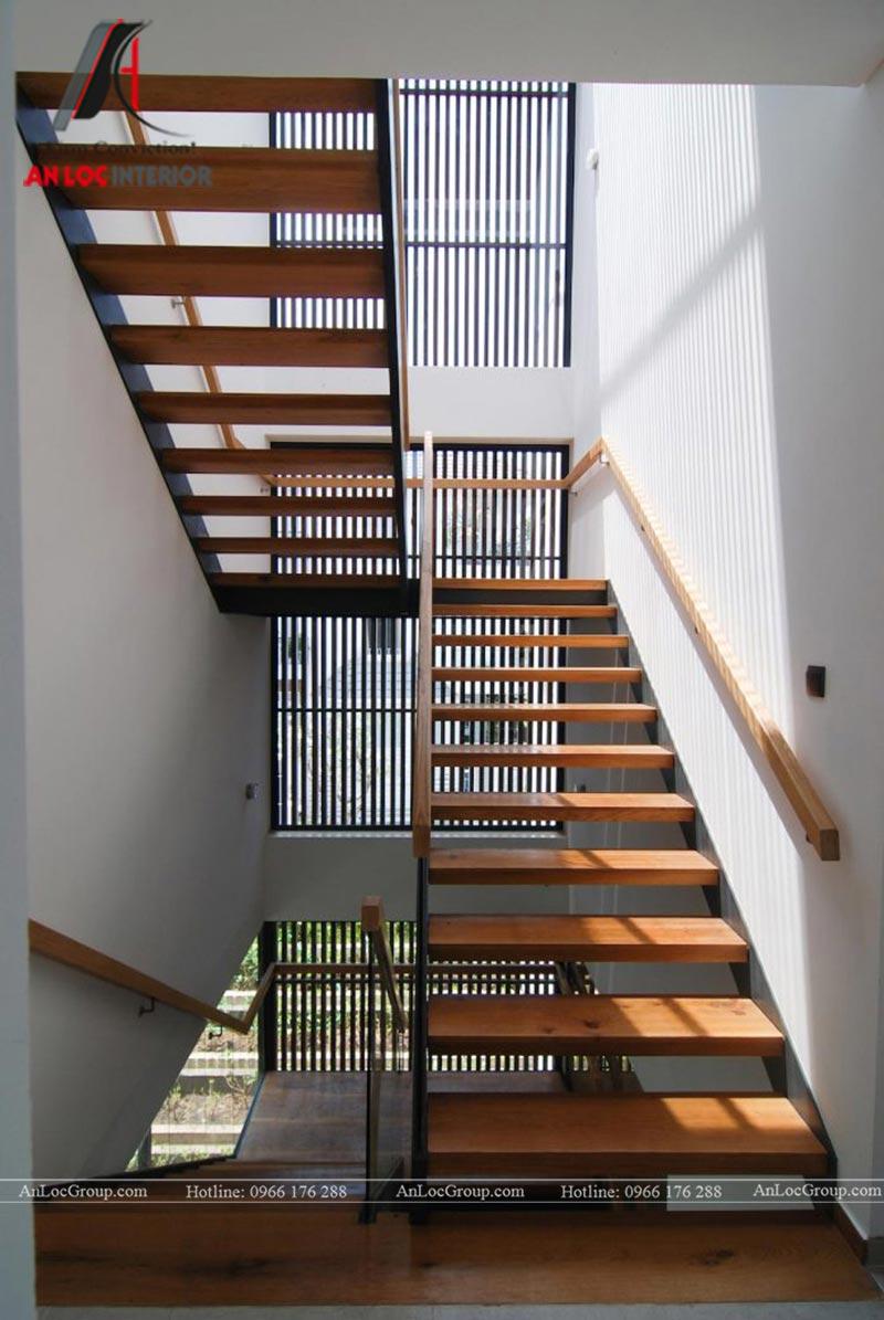 Chất liệu gỗ được sử dụng cho cầu thang ngôi nhà