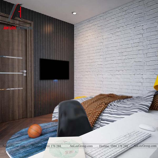 Tivi được gắn trên tường cạnh cửa ra vào
