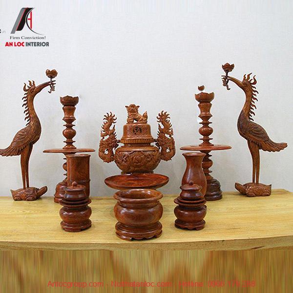 Bộ đồ thờ được chậm trổ từ gỗ giáng hương