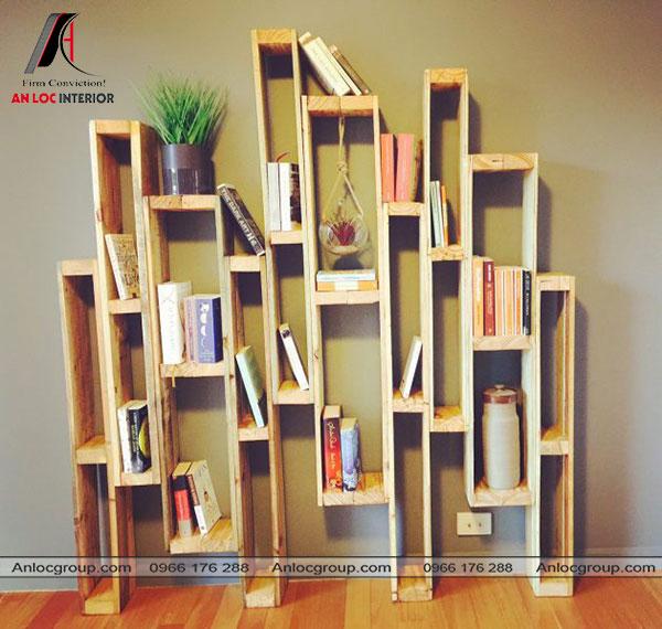 Giá sách bằng gỗ Pallet