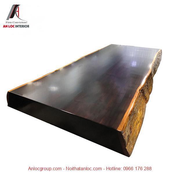 Mặt bàn làm từ mun đen nguyên chất