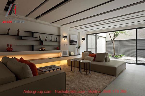 Phòng khách đơn giản với đường song song trên trần, tường, sàn