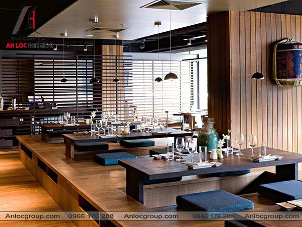 Mẫu 16 - Nội thất nhà hàng thông thoáng với nhiều ánh sáng tự nhiên