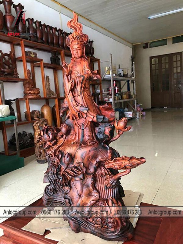 Tượng gỗ Trắc
