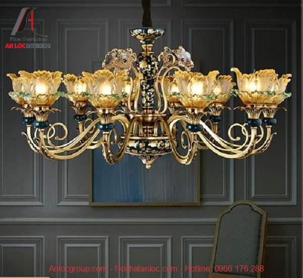 Mẫu 4: Đèn mạ vàng và ánh sáng nhẹ theo phong cách cổ điển