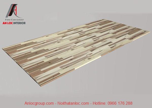 Miếng gỗ hoàn thiện và được bao bọc bằng lớp keo kết dính