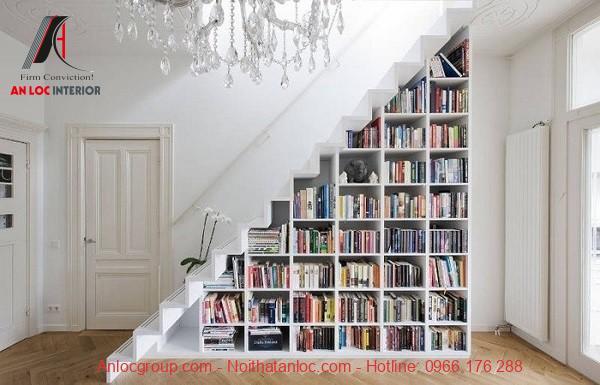 Tiết kiệm diện tích cầu thang với tủ sách nhỏ