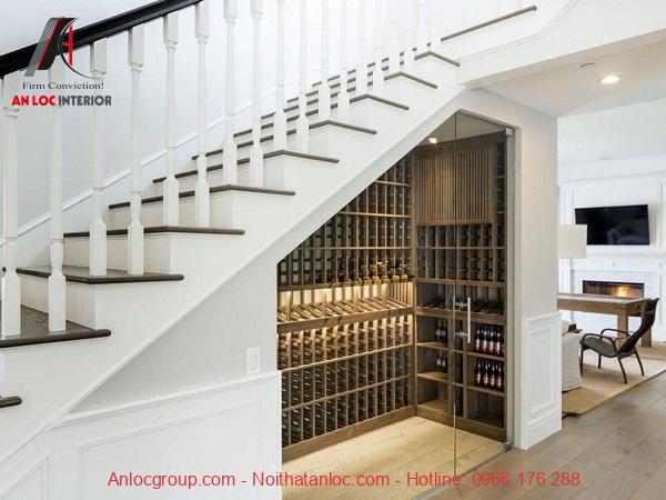 Mẫu 6 - Hầm rượu dưới gầm cầu thang có thiết kế cửa kính trong suốt