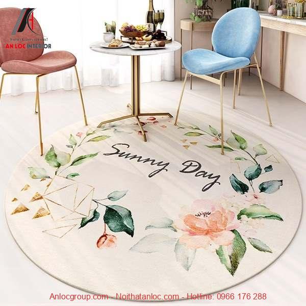 Thảm hình tròn họa tiết hoa lá đầy tươi mới trong căn phòng