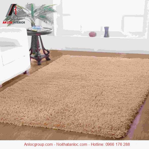 Thảm trải sàn màu lông chuột mềm mại, ấm áp cho căn phòng