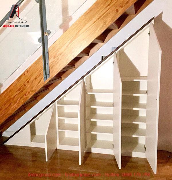 Mẫu 22 - Tủ giày âm tường dưới gầm cầu thang gọn gàng, tiện lợi