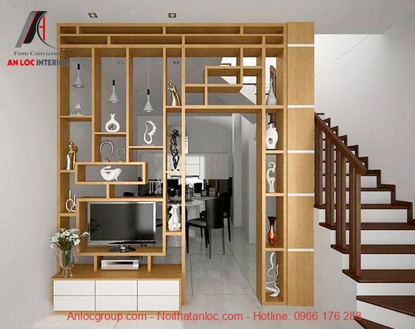 Vách gỗ được dựng lên để chia tách không gian đồng thời tăng tính thẩm mỹ cho ngôi nhà