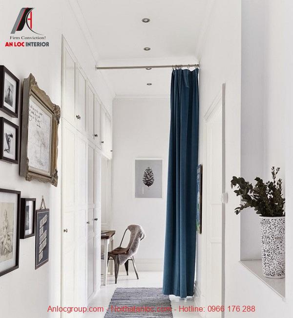 Rèm xanh cổ vịt sử dụng để ngăn cách các không gian gia đình