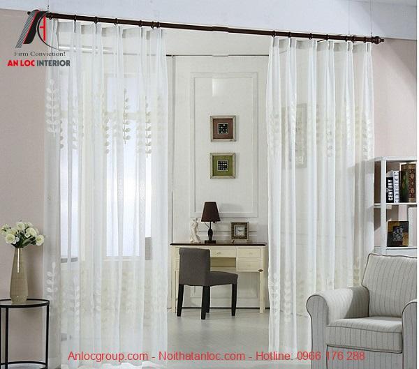 Rèm vải voan trắng ngăn cách phòng khéo léo