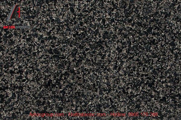 Vân đá sắc nét mang lại không gian sang trọng