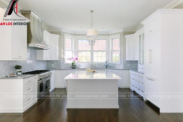 Mẫu phòng bếp với bàn chờ