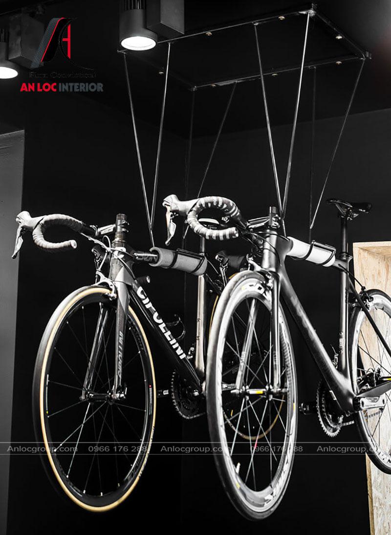 Màu sắc xe đạp hòa quyện trong khung tường huyền bí