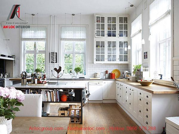 Không gian bếp ngăn nắp tạo cảm giác ấm áp, gần gũi