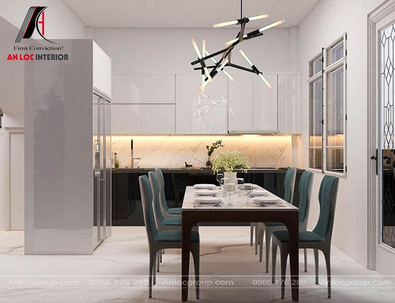 Phòng ăn đơn giản với những chiếc ghế là điểm nhấn cho không gian