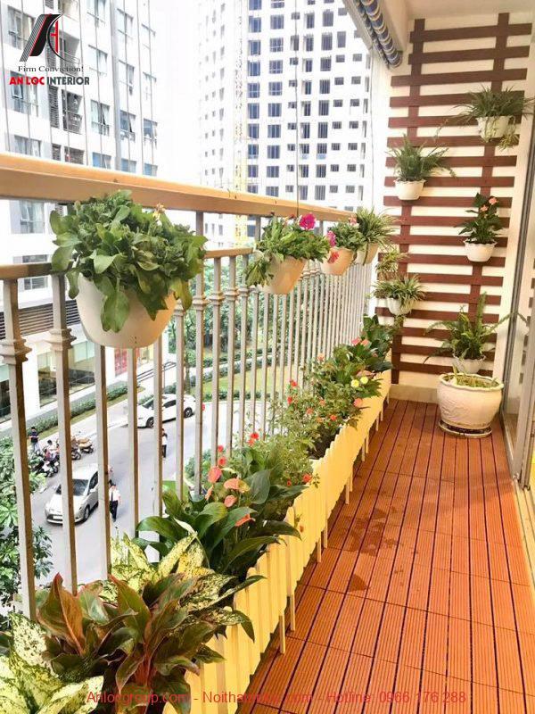 Những chậu cây nhỏ trang trí ban công căn hộ mang đên không gian xanh, tự nhiên