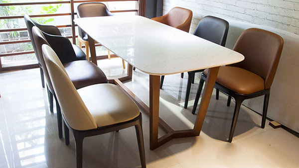 Mẫu 26: Bộ bàn ăn 6 ghế với mặt đá mang đến cấu trúc ấn tượng mà chi phí phí hợp lý
