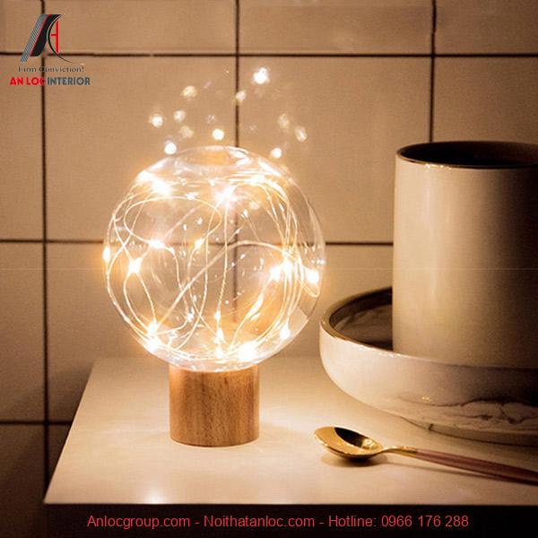 Mẫu đèn để bàn với họ tiết đơn giản nhưng hu hút mọi ánh nhìn