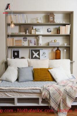 Không gian sống tiện nghi, sang trọng với thiết kế kệ sách treo tường trong phòng ngủ