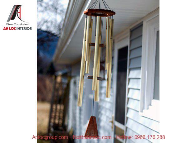 Treo chuông gió trước cửa nhà đón tài lộc