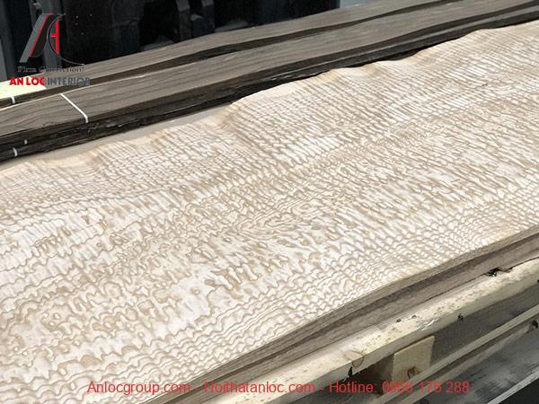 Dòng Tần Bì Amo với đường vân hoa văn chấm phá ấn tượng, độc đáo