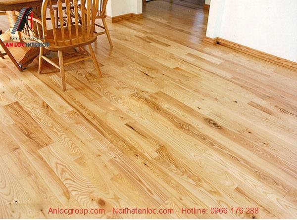 Sàn gỗ sáng bóng với các đường vân ấn tượng