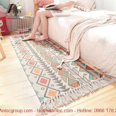 Thảm trang trí phòng ngủ với họa tiết mới lạ, thu hút ánh nhìn