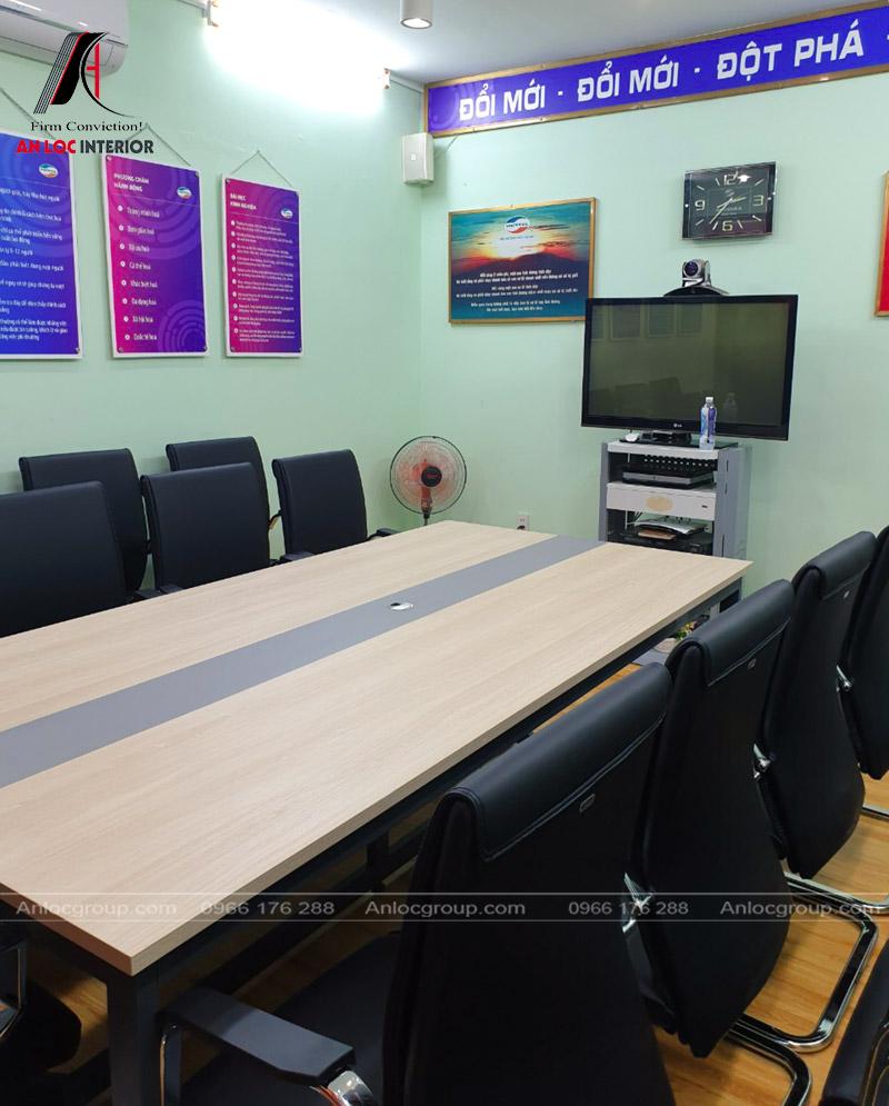 Bố trí bàn ghế đảm bảo nhu cầu sử dụng của chủ đầu tư