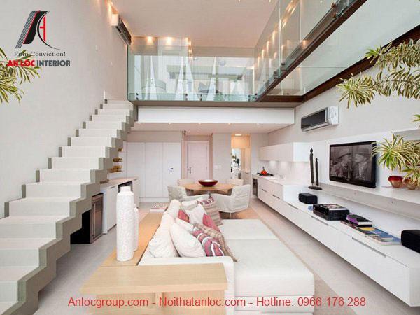 Lan can kính trên tầng lửng của nhà 4x10 giúp không gian rộng rãi, khoáng đạt