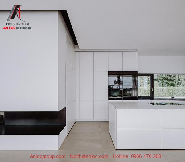 Nội thất phòng bếp đương đại có kết cấu bề mặt nhẵn mịn