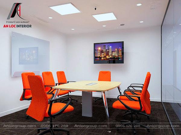 Mẫu 37 - Phòng họp cho công ty nhỏ có những chiếc ghế màu cam
