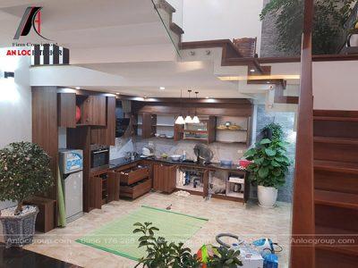 Thiết kế nội thất nhà phố có không gian bếp tiện nghi, đồng nhất