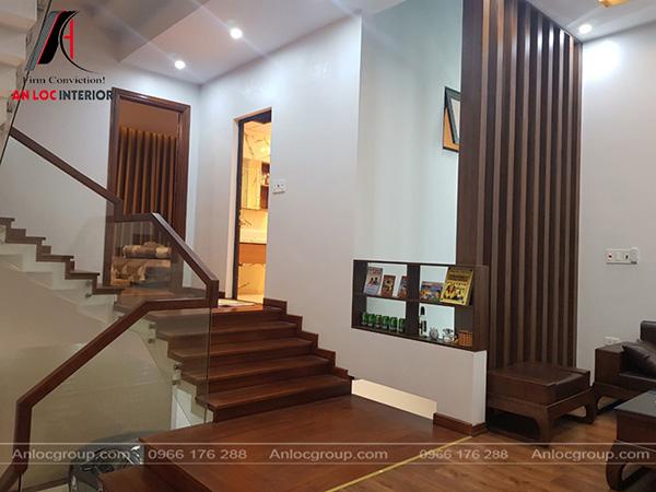 Nội thất nhà phố hiện bố trí khu vực phòng khách đặt trên tầng 2
