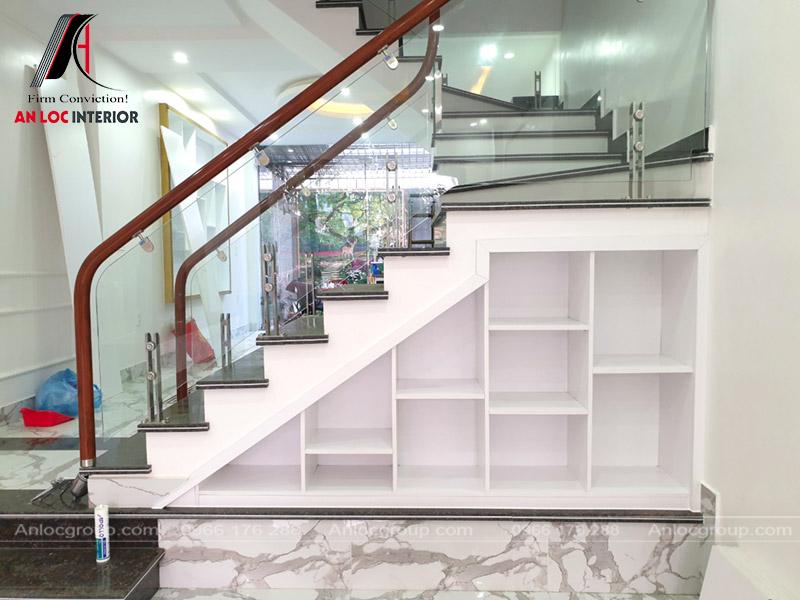 TTủ gầm cầu thang với các ngăn độc lập tiện nghi, độc đáo