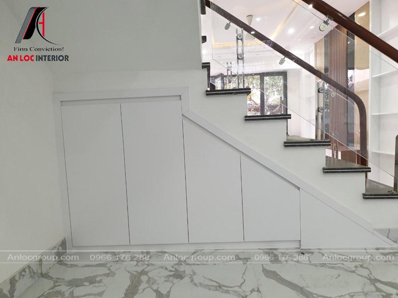 Mặt sau của mẫu tủ gầm cầu thang được gia cố chắc chắn