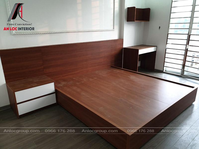 Giường phòng ngủ master được chế tác tỉ mỉ, đảm bảo công năng trong quá trình sử dụng