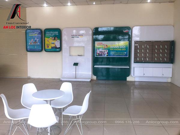 Khu vực trưng bày tại showroom Viettel Tiền Giang