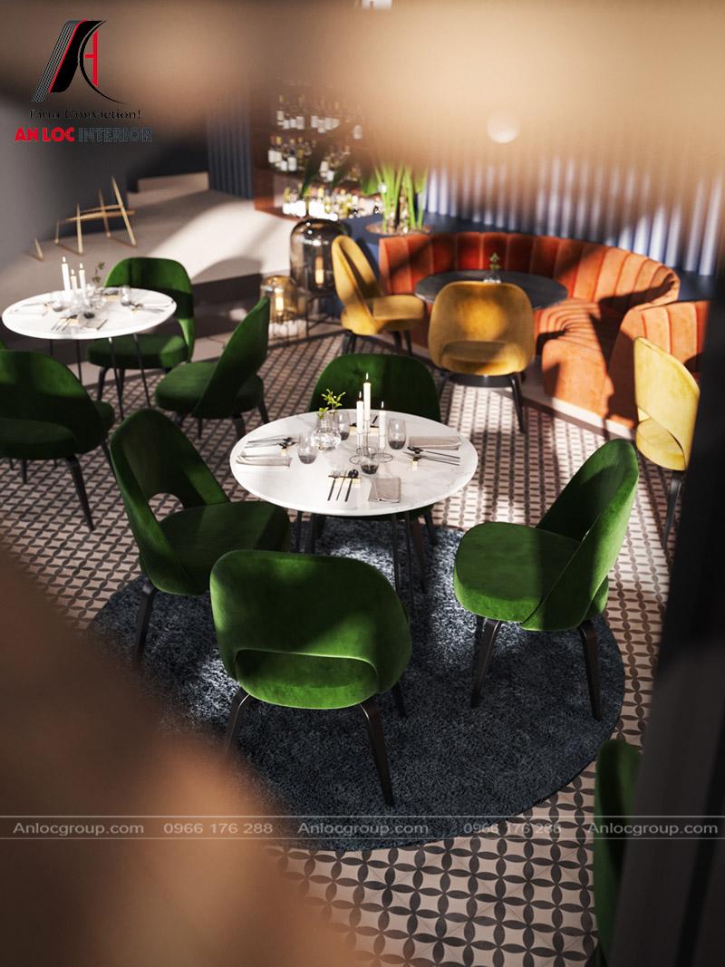 Nội thất ghế ngồi sử dụng màu sắc đa dạng tạo nên tính liên kết